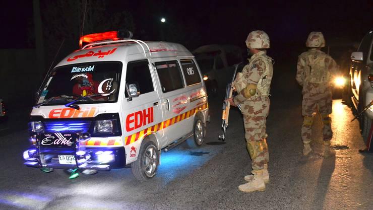 Bei einem Anschlag auf eine Polizeischule in Quetta wurden Polizeiangaben zufolge mindestens 60 Menschen getötet.