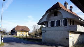Zwischen dem «Kreuz» und dem Grichtstock (rechts) ist ein Mehrfamilienhaus ausgesteckt und eine Bushaltestelle geplant.