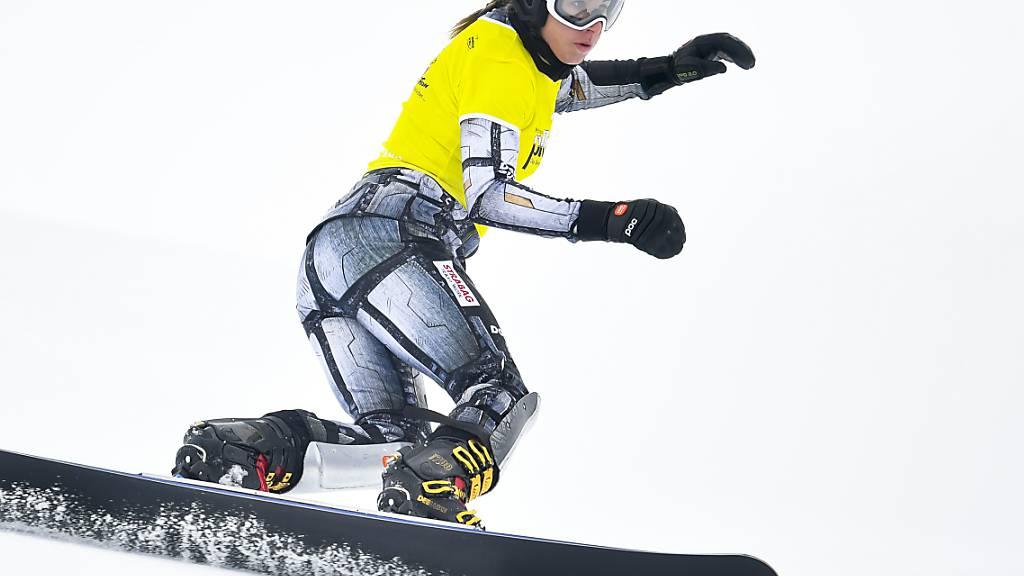Ester Ledecka zieht derzeit die Kurven wieder mit dem Snowboard in den Schnee.