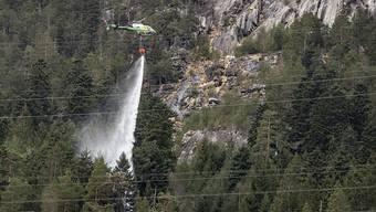 Ein zu Boden fallender Leiter verursachte einen Brand bei Gurtnellen und in der Folge auch Stromunterbrüche in den Kantonen Uri, Schwyz und Zug.