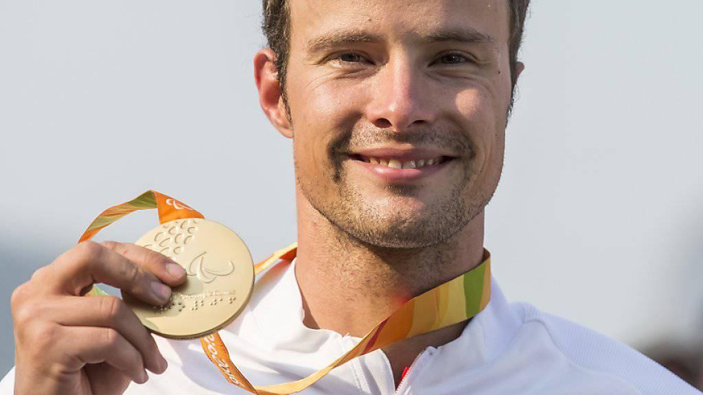 Marcel Hug freut sich über seine zweite Goldmedaille an den Paralympics in Rio de Janeiro