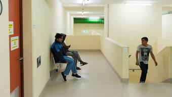 Wie lange die Flüchtlinge im Notspital Muri untergebracht werden (hier ein Bild vom Medienbesuch im November) ist völlig offen.