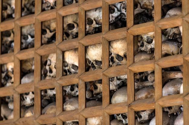 Die Krypta der St. Sebastianskapelle in Baden ist ein Beinhaus, ein sogenanntes Ossarium. In der Krypta liegen unzählige Schädel von Verstorbenen, deren Gebeine während der Pestepidemie exhumiert und deren Schädel oder Oberschenkelknochen ins Beinhaus verschoben wurden.