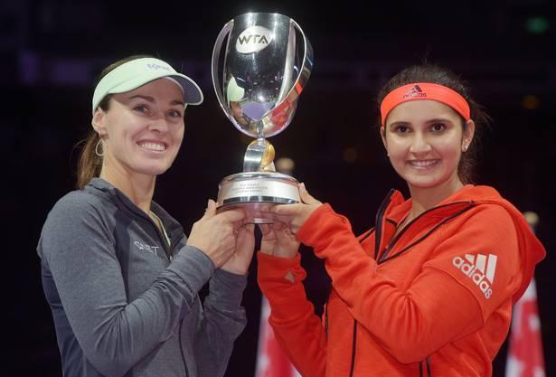 Die Krönung einer Saison: Martina Hingis (rechts) und Sania Mirza holen den WM-Titel.