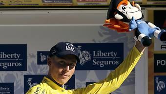 Marcel  Wyss grüsst in Gelb als Leader der Portugal-Rundfahrt.