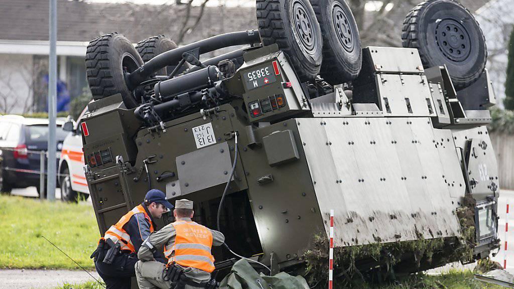 Noch ist unklar, wie es zum Unfall mit dem Duro der Schweizer Armee am Dienstag in Schwyz kam. Die Verletzten dürften alle im Verlauf des Mittwochs das Spital verlassen können.