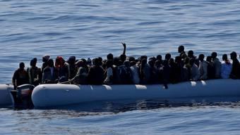 Italienische Küstenwache rettet Bootsflüchtlinge (Archiv)