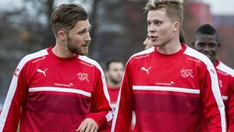 Nico Elvedi (rechts) schnuppert Nati-Luft.