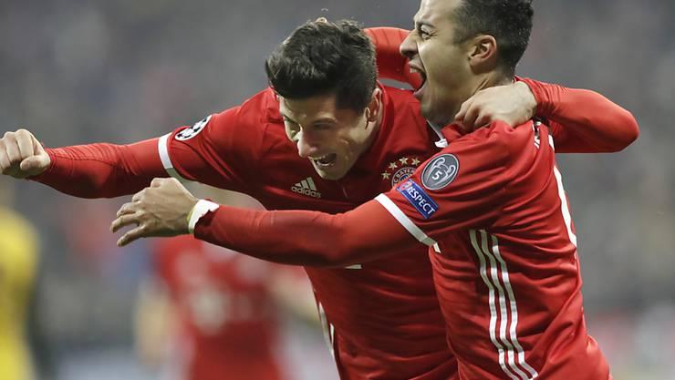 Lewandowski und Thiago jubeln: Spätes Tor zum Glück in Berlin