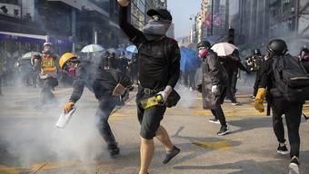 Die anhaltenden politischen Proteste in Hongkong belasten auch die Wirtschaft der Sonderverwaltungszone stark. (Archivbild)