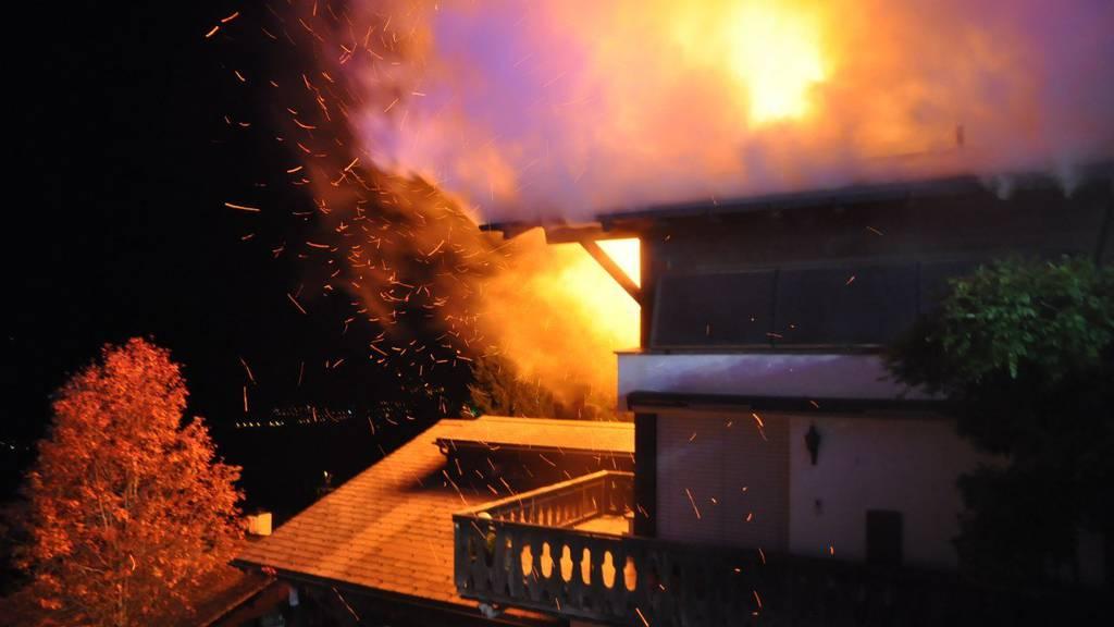Das Feuer konnte unter Kontrolle gebracht und später vollständig gelöscht werden.