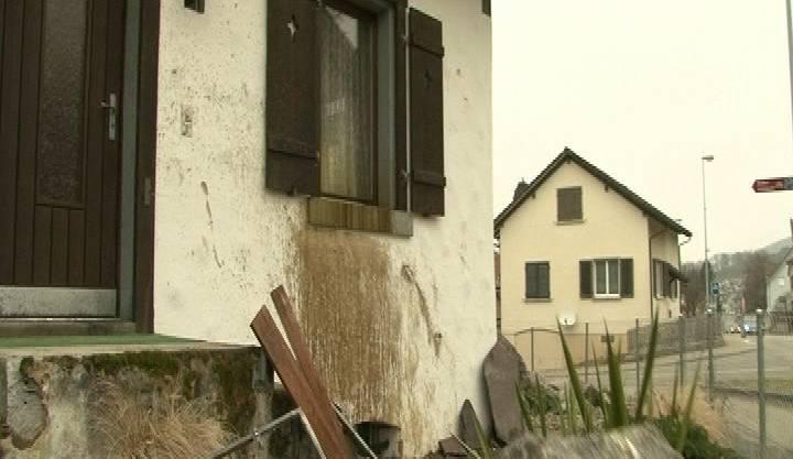 Auto kracht in Haus Niederrohrdorf