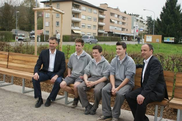 Die Parkbank wurde von Lehrlingen der Schreinerei Martin Bruggisser AG in Wettingen hergestellt.