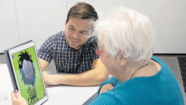Für die Entwicklung des Spiels haben die Forschenden die Bedürfnisse von Seniorinnen und Senioren in Alterszentren abgeholt.