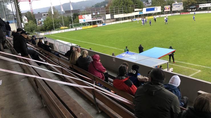 Die Haupttribüne im Stadion Altenburg wurde in drei Sektoren eingeteilt.