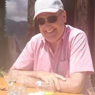 Parmelin kam durch einen «Unfall» in die PolitikDer 60-jährige Guy Parmelin wurde Ende 2015 als Nachfolger für die abgetretene Eveline Widmer-Schlumpf (BDP, davor SVP) in den Bundesrat gewählt. Zuerst wurde Parmelin Verteidigungsminister, Anfang 2019 übernahm der Waadtländer SVPler das Departement für Wirtschaft, Bildung und Forschung (WBF). Parmelin wuchs als Bauernsohn in Bursins VD auf und absolvierte das Gymnasium in Lausanne mit Schwerpunkt Englisch und Latein. Später liess er sich zum Landwirt und Winzer ausbilden. Bis zu seiner Wahl in den Bundesrat führte er zusammen mit seinem Bruder den väterlichen Hof. Seinen Einstieg in die Politik bezeichnet Parmelin als «Unfall»: 1994 sprang er ein, weil sich eine Kandidatin zurückgezogen hatte, und wurde prompt in den Kantonsrat gewählt. Zehn Jahre später folgte die Wahl in den Nationalrat. (pmü)