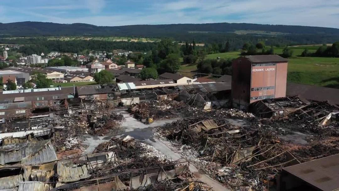 Brand in Laufen vom 10. Juli 2020: Drohnenflug über die Ruine am Montag danach