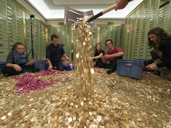 Die Initianten der Volksinitiative schwimmen im Geld. Sie wollen ein Grundeinkommen für alle Schweizer Bürger