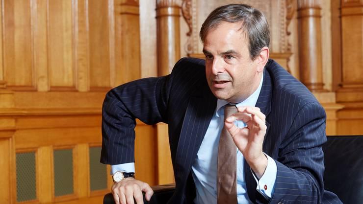 CVP-Präsident Gerhard Pfister: « Es wäre Zeit, dass sich die Mitglieder unserer Landesregierung auch bei ihrem Rücktritt, nicht nur bei ihrer Wahl, daran erinnern, wem sie ihr Amt verdanken: der eigenen Partei, der Mehrheit der Bundesversammlung .»