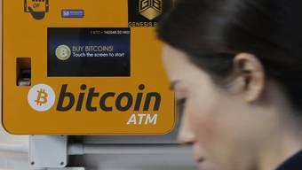 """Der Preis für Bitcoins vollzieht am Dienstagmorgen einen regelrechten Höhenflug. Innerhalb einer Stunde schnellt die """"Krypto-Leitwährung"""" um mehrere hundert Dollar nach oben und und damit auf den höchsten Stand seit November 2018. (Symbolbild)"""