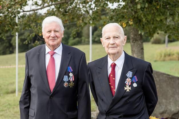 Die Alt-Gemeindepräsidenten Willy Haderer (links) und Jakob Meier sind die Wegbereiter der Kranzniederlegung.