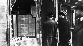 Ein in der Nacht vom 9. auf den 10. November 1938 zerstörtes jüdisches Geschäft in Berlin.