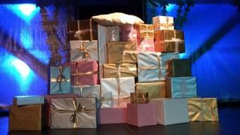 Bunt und vielfältig wie der Geschenkeberg waren auch Aufgaben und Tätigkeiten der Beteiligten.
