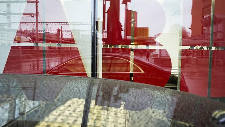 Umbau der Konzernstruktur: ABB  verkauft seine grösste Sparte an den japanischen Konzern Hitachi. (Archiv)