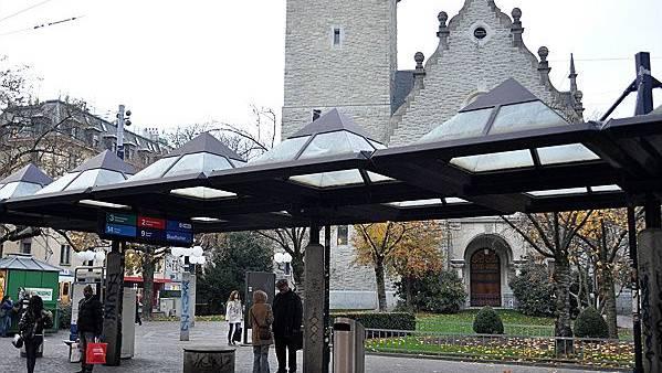 Der Kinderspielplatz an der Lutherstrasse, im Bild hinter der St. Jakobs-Kirche heisst nun offiziell «Mentona-Moser-Anlage». (Archivbild)