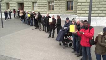 Die SP hat am Donnerstag 118'000 Unterschriften für ihre Prämien-Entlastungs-Initiative bei der Bundeskanzlei eingereicht.