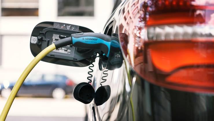 Alleine die grössten europäischen Automobilunternehmen investieren bis 2020 gesamthaft über 60 Milliarden Euro in Elektromobilität.