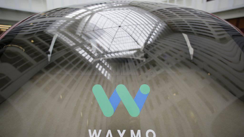 Fahren ohne Fahrer: Waymo hat ein Roboter-Auto entwickelt, um dessen Technologie ein Rechtsstreit mit Uber entbrannt ist. (Archivbild)