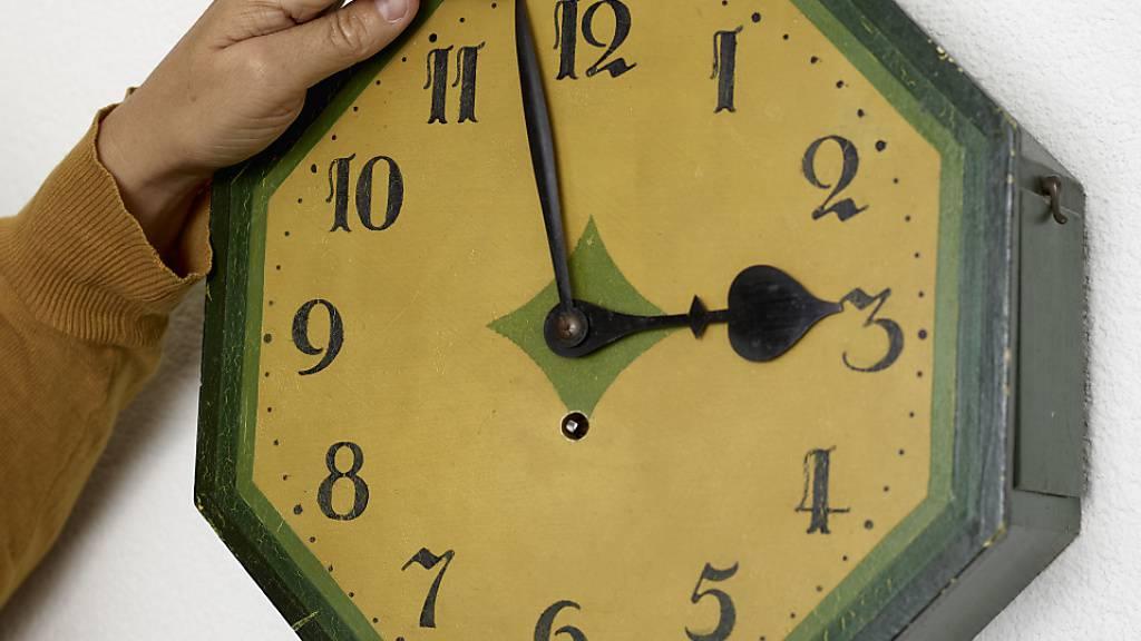 Am Sonntag werden die Uhren um eine Stunde zurückgestellt