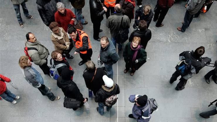 Im November ging der Blick der Pendler öfter an die Anzeigetafel: 14 Prozent aller Züge sind nicht pünktlich am Zielort angekommen.