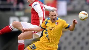 Sporting Bragas Stojiljkovic (links) im Zweikampf mit Sions Vilmos Vanczak