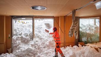 Tonnenweise Schnee im Hotel, zerstörte Autos und Räumungsequipen im Einsatz: Die Bilder zur Schwägalp-Lawine