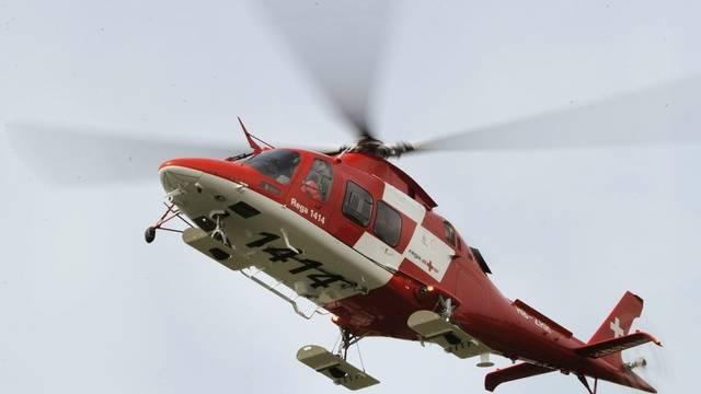 Der 46-Jährige musste mit der Rega ins Spital geflogen werden (Symbolbild)
