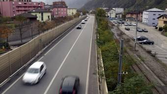Aus einer Autobahn wird Lebensraum. Die Bewohner von Roveredo GR müssen ab November 2016 in ihrem Ortskern keinen Lärm durch die Schnellstrasse mehr ertragen.