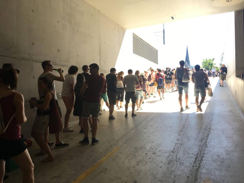 Zu viele kurzentschlossene Openair-Besucher. Sie mussten zeitweilig fast eine Stunde anstehen.
