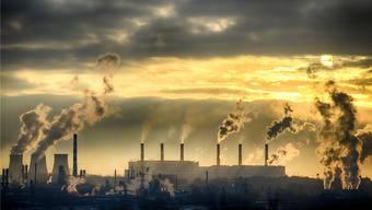 Fabrikkamine rauchen nicht nur Dreck, sondern auch das klimaschädliche Kohlendioxid in die Luft– doch es sollte im Boden verlocht werden.