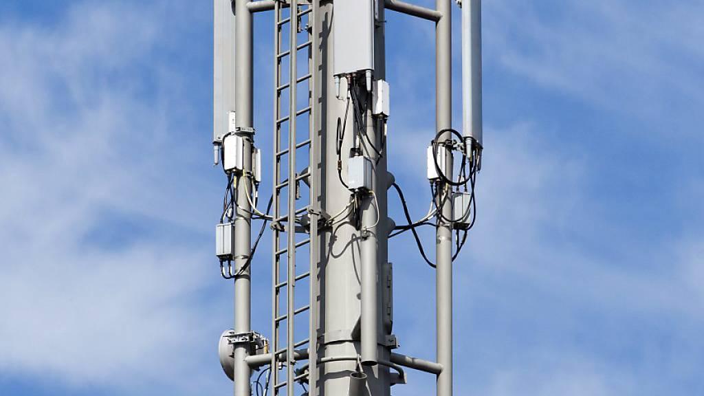 Mobilfunk-Sendemast vermutlich vorsätzlich in Brand gesteckt