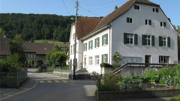 Im alten Schulhaus in Zwingen findet seit zwei Wochen wieder Unterricht statt.