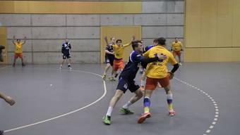 Viel Defensivarbeit: Dietikon-Urdorfs Damian Biffiger (links) versucht, seinen Gegenspieler zu stoppen.