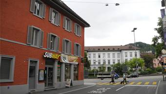 Das Interesse an der Maisonette-Wohnung ist gleich null – weil der Schulhausplatz (hinten) zu einer Grossbaustelle wird. PKR