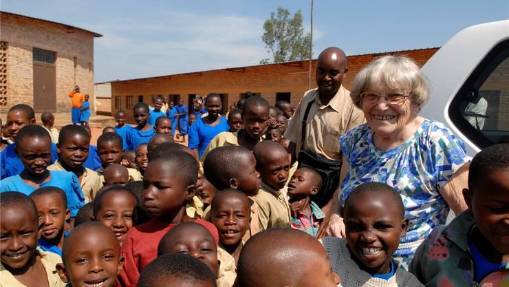 Margrit Fuchs in Ruanda: Vor 25 Jahren schrieb die Redaktion des Badener Tagblatts einen Bericht mit dem Titel: «Trockenes Brot und Tee sind ein wahres Festessen – eine 76-jährige Windischerin führt im afrikanischen Ruanda ein Heim mit 220 Waisenkindern.» Hunderttausende Franken an Spenden gingen danach ein. ASP/AZ-Archiv