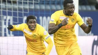 Sekou Sanogo (rechts) und Roger Assale feiern einen ihrer Treffer beim klaren Auswärtssieg in Luzern