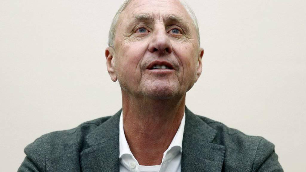 Die dänische Fussball-Legende Johan Cruyff verkündete am Donnerstag in der Autonuma Univrsität in Barcelona, dass er den Kampf gegen Krebs erfolgreich aufgenommen habe.