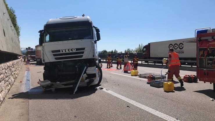Auffahrunfall mit einem Lastwagen und zwei Sattelschleppern auf der A1 zwischen Rothrist und Gunzgen Nord