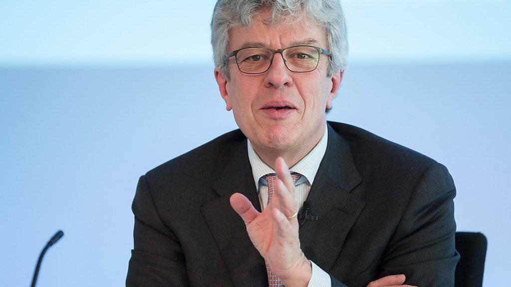 Swiss Re-Chef Michel Liès kann sich über mehr Gewinn im ersten Halbjahr freuen. (Archivbild)