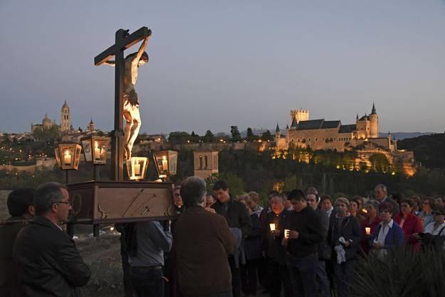 Wieso feiern wir Ostern? Für das Christentum markiert sie die Auferstehung Jesu Christi nach seinem Tod am Kreuz.